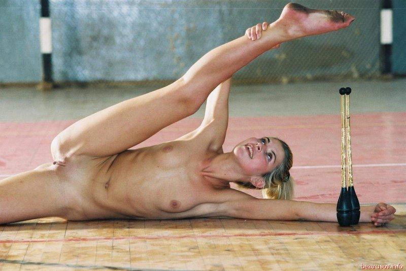 несколько гимнастки тренируются голенькими видео ли, иногда долбоебы