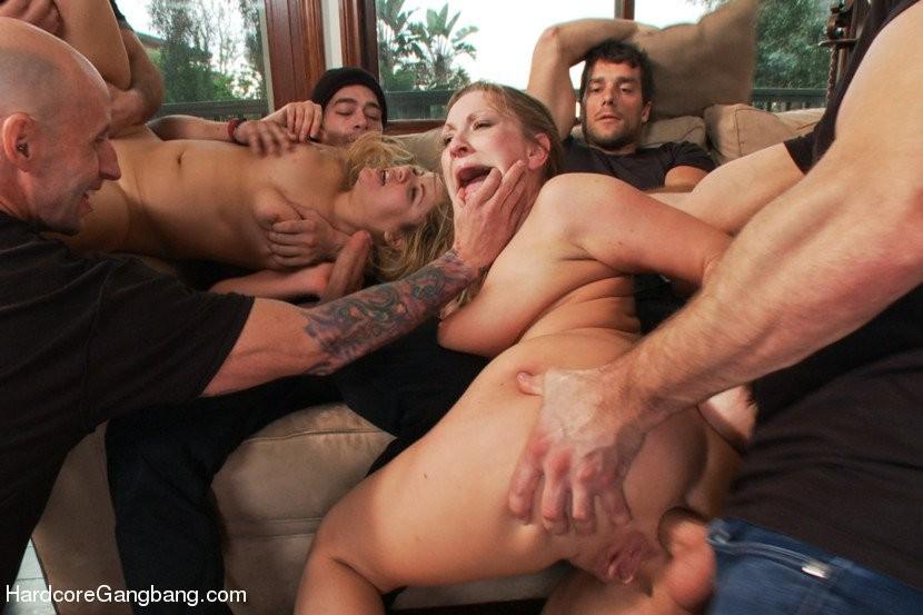 Грубый анал с женщины с двумя мужиками