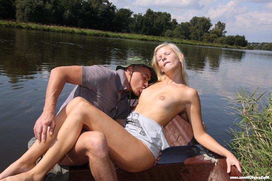 Секс в лодке порно
