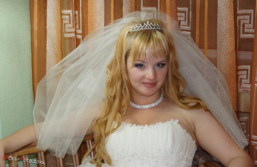 eroticheskie-foto-devushek-v-svadebnom-plate-eblya-spyashih-parney-video