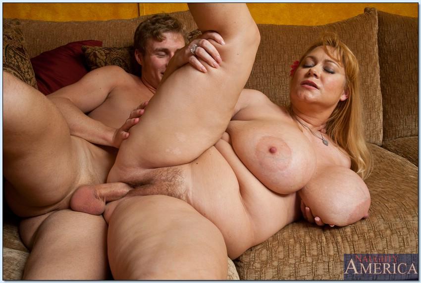 Огромные сиськи толстушки пожилые с парнями