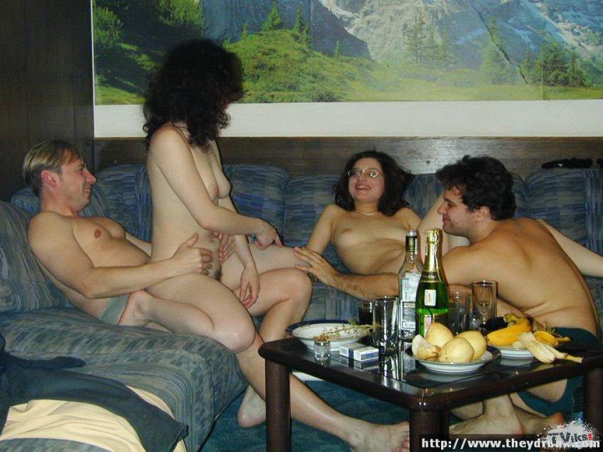 Эротика пьянка с голыми дамами быстро