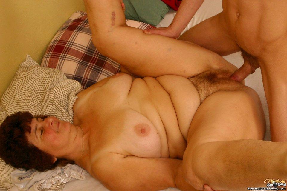 Фото жопы и сисек старушки