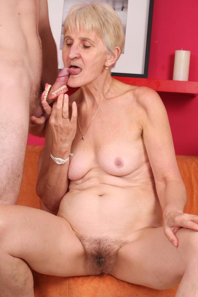 Хуй проникает бабушке большой