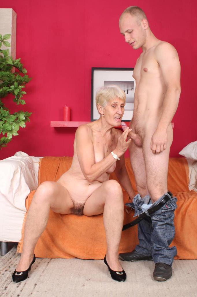 Бабушка Трахается С Вныком