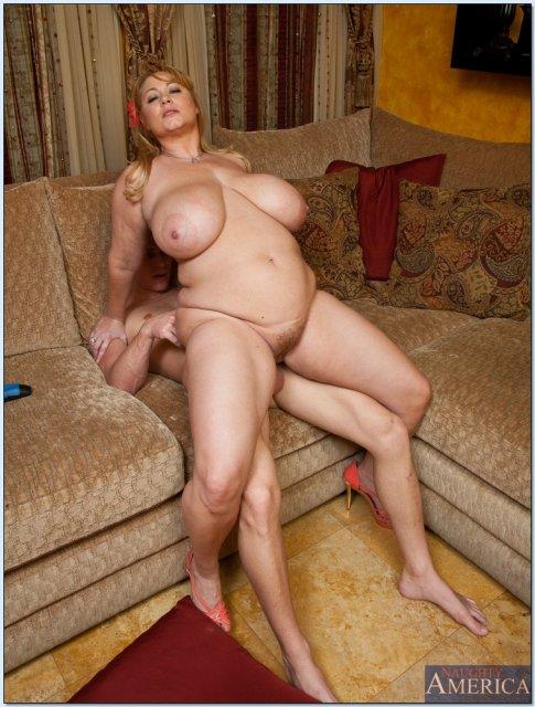 это сексуальные зрелые проститутки с большой грудью сунул его так
