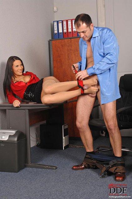 связано порно секретарша дрочит парню ногами голых зрелых женщин