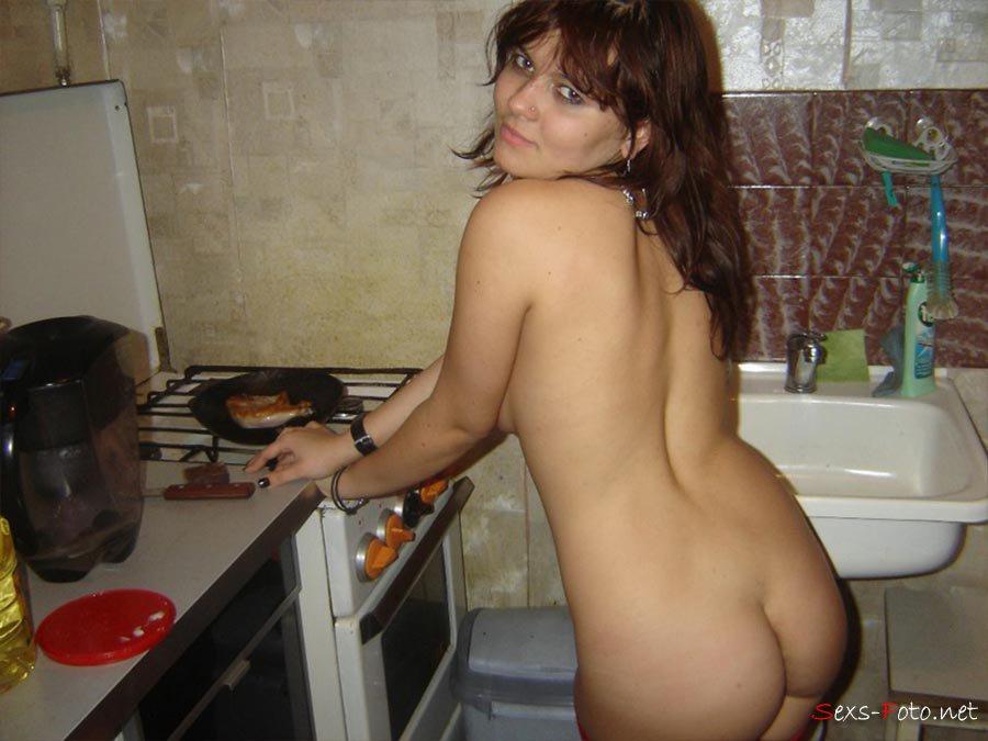 жена разделась на кухне