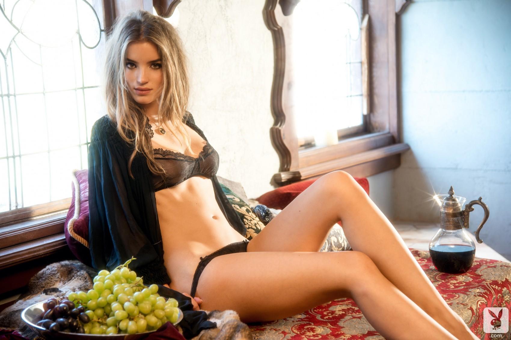 Самые сексуальные девушки всех времен, Самые красивые женщины всех времён по версии 5 фотография