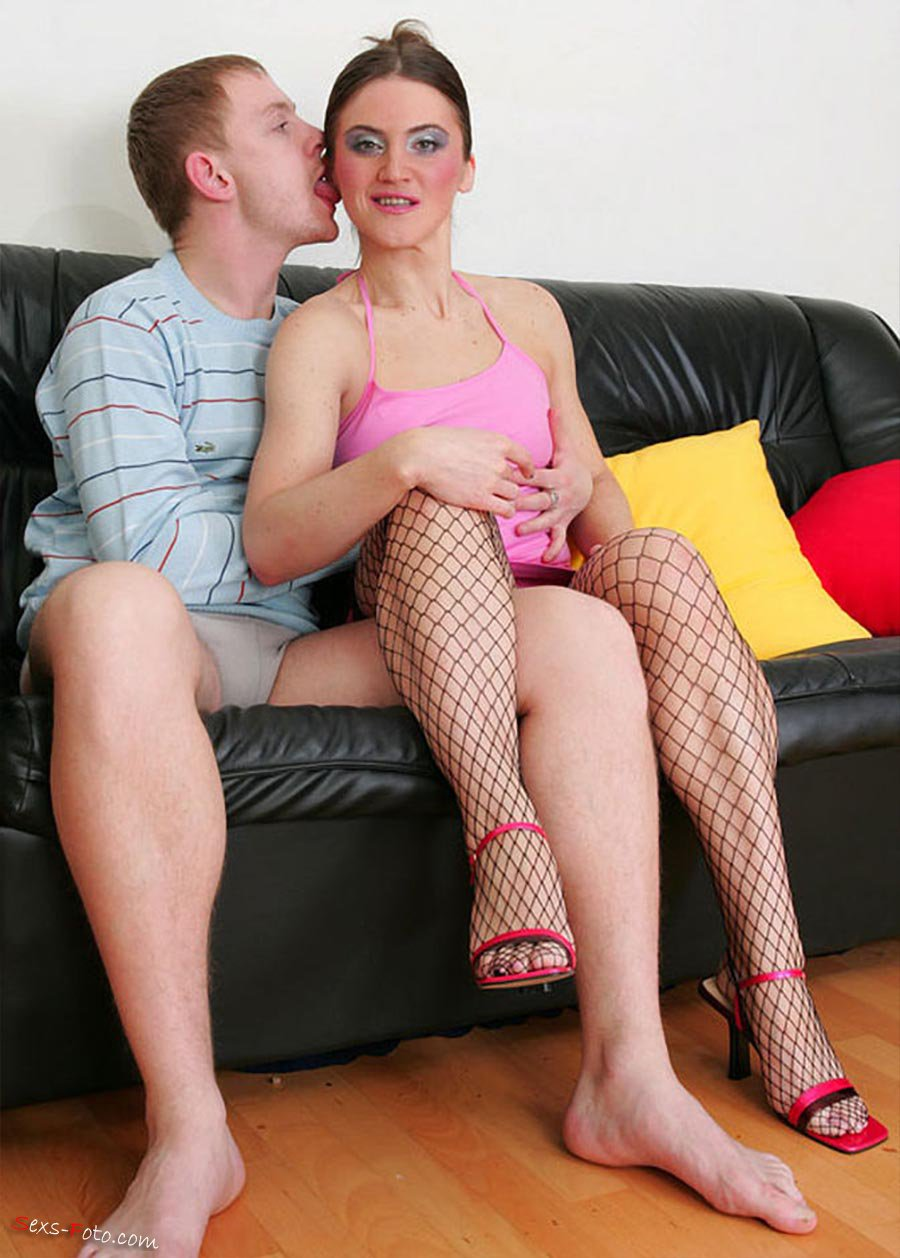 Порно со зрелыми домохозяйками в чулках 6