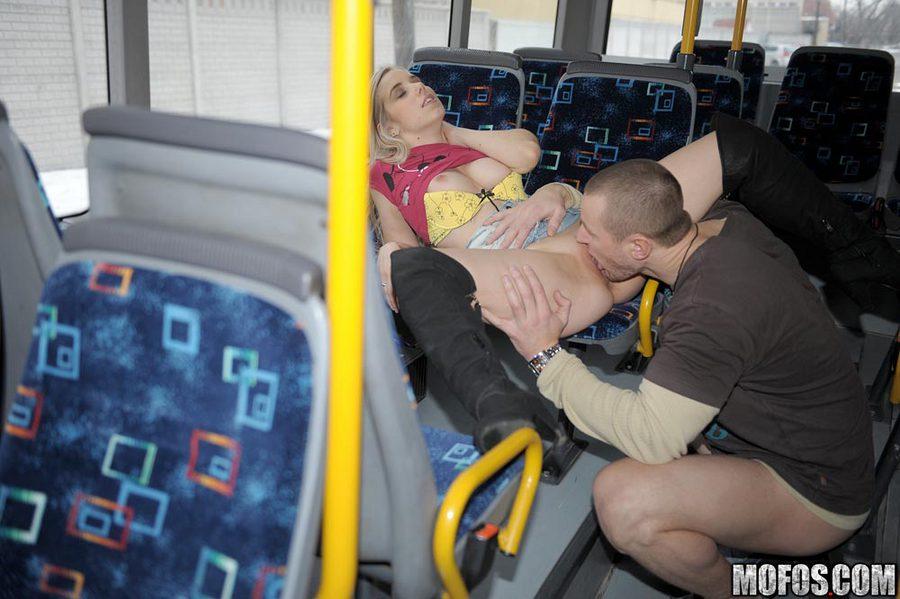 Член в автобусе взяла